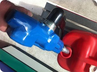 ポリタンで灯油を溢さずに運ぶ方法給油